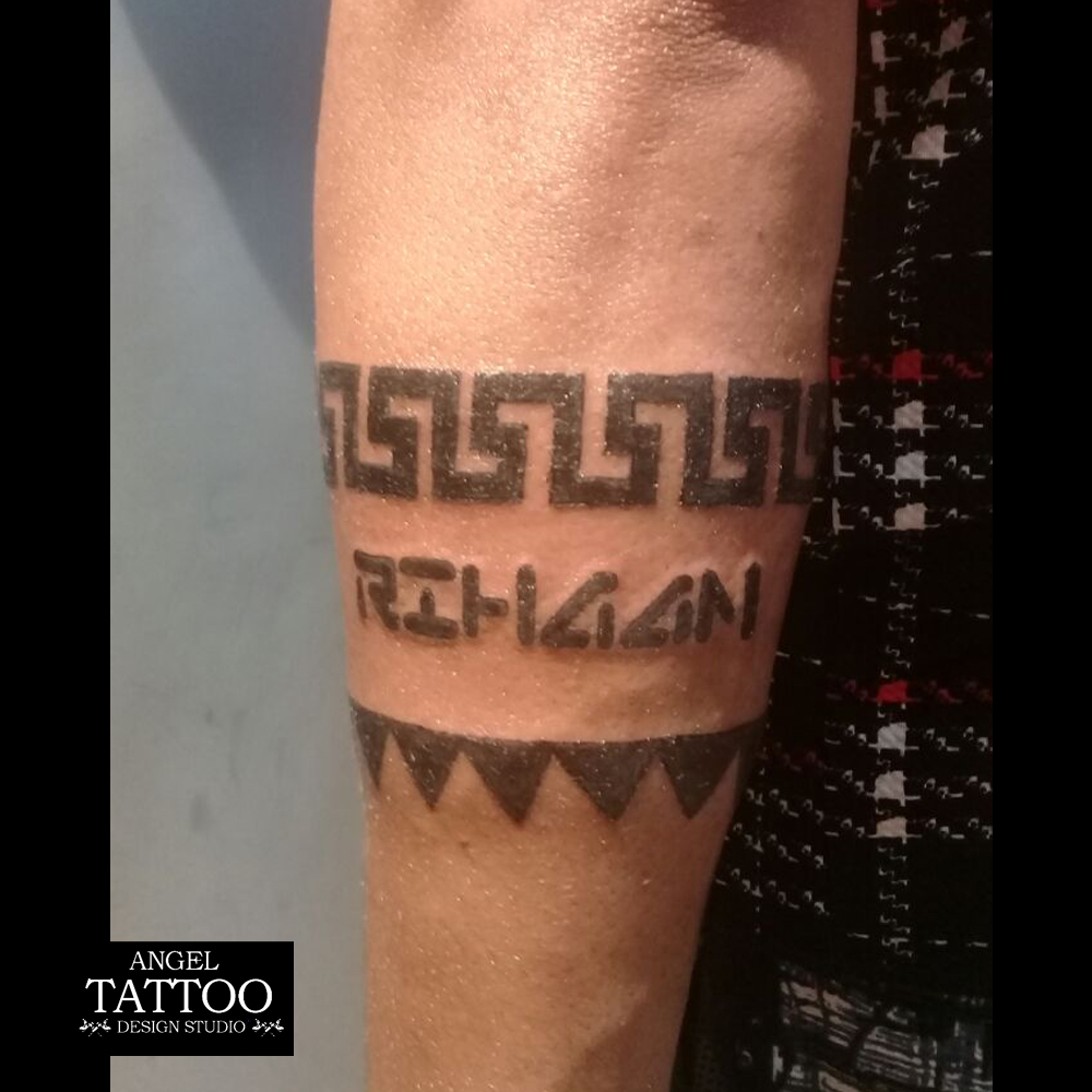 Varun Dhawan Tattoo In Student Of The Year Cute Simple Tattoos Displaying his love and respect to the legendary michael jackson, varun dhawan has got a tattoo of mj in one of his iconic poses on his right forearm. cute simple tattoos